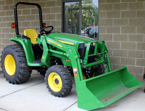 2012 John Deere 3038E Front Right