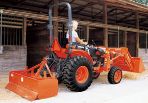 Kubota B3030 HSD with Box Blade