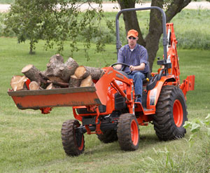 Kubota B3200HSD Carrying Logs