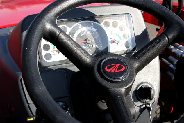 2014    Mahindra       Max       25    HST TractorLoaderBackhoe Review