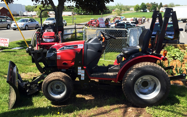2014 Mahindra Max 28XL Left Side