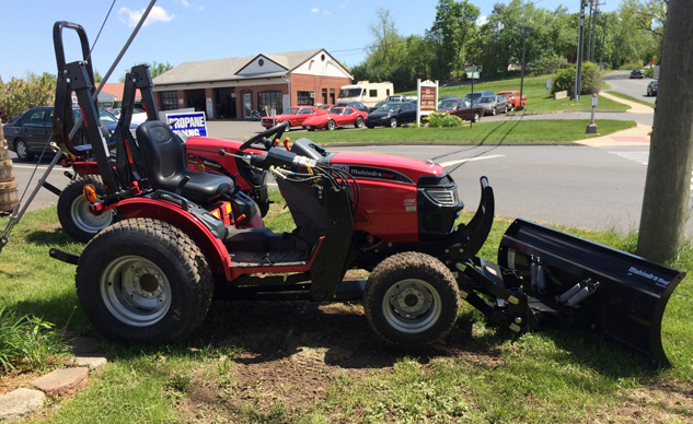 2014 Mahindra Max 28XL Right Side
