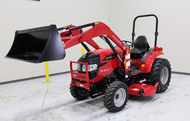 2015 mahindra 1538 hst front left