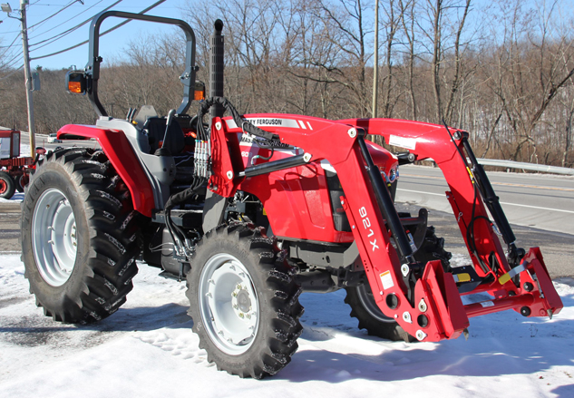 2015 Massey Ferguson 4608 Front Right