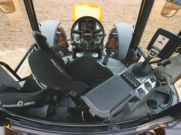 2016 JCB 4220 Fastrac Cockpit