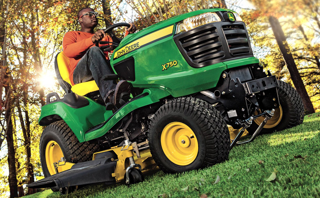 2016 John Deere X750 Front Right