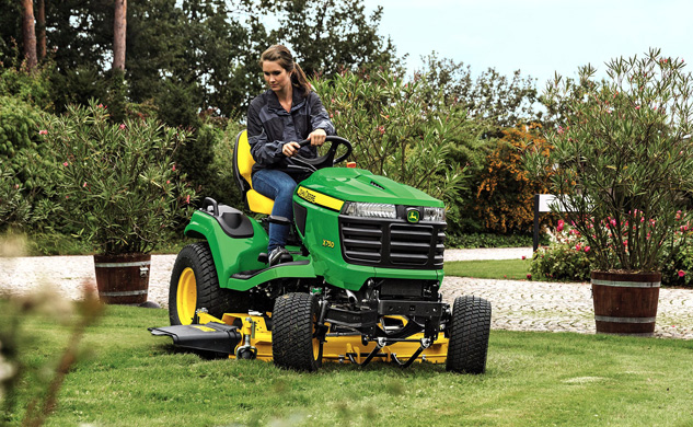 2016 John Deere X750 Working