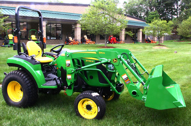 2017 John Deere 2038R Right Side