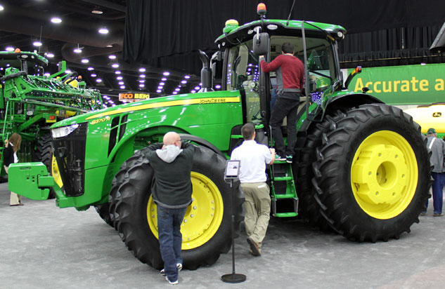 Large Tractor Wheels : How to choose the right tires for your tractor