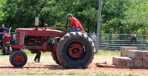 Tractor pull at the Antique Engine & Tractor Show