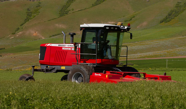 2015 Hesston WR9870 Self-Propelled Windrower