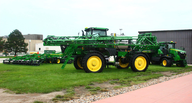 John Deere R4038 Sprayer