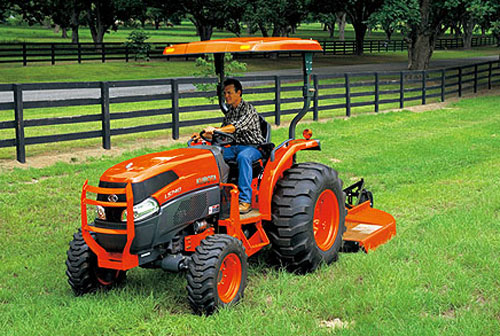 Kubota Grand L40 Series Mowing