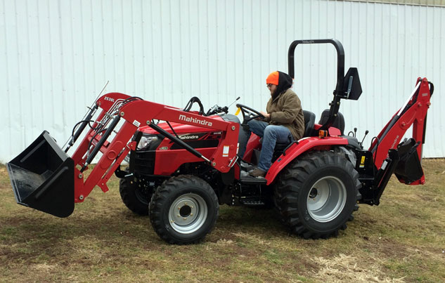2017 Mahindra 2538 TLB Working