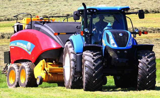 New Holland T7-340 Baler