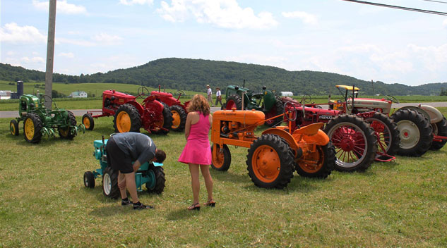 Vintage Tractors at Quaker Acres West Show
