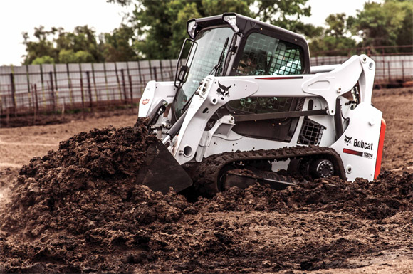 Bobcat Compact Loader Undercarriage Mud