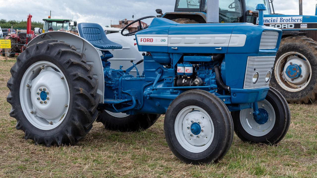 Ford 2000 Tractor Feature